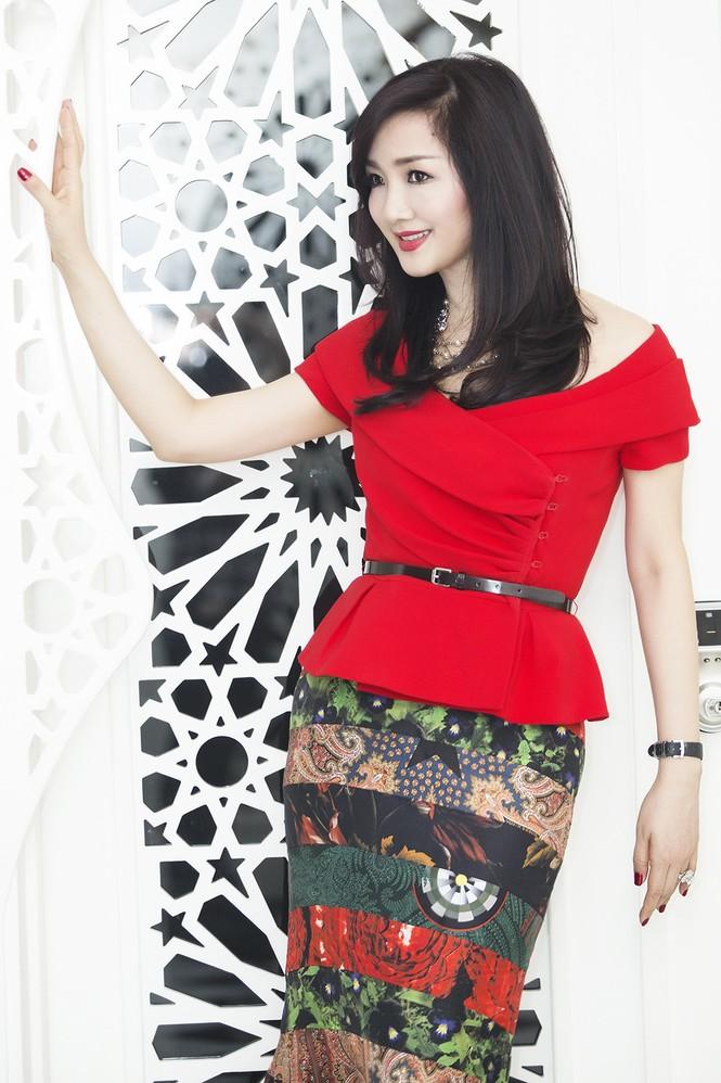 Giáng My khoe vai trần quyến rũ với váy đỏ rực - ảnh 2