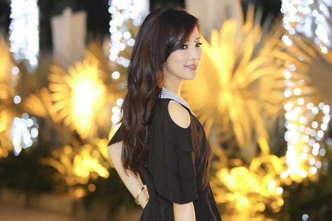 Hoa hậu Giáng My xinh đẹp, trẻ trung đi làm giám khảo - ảnh 9