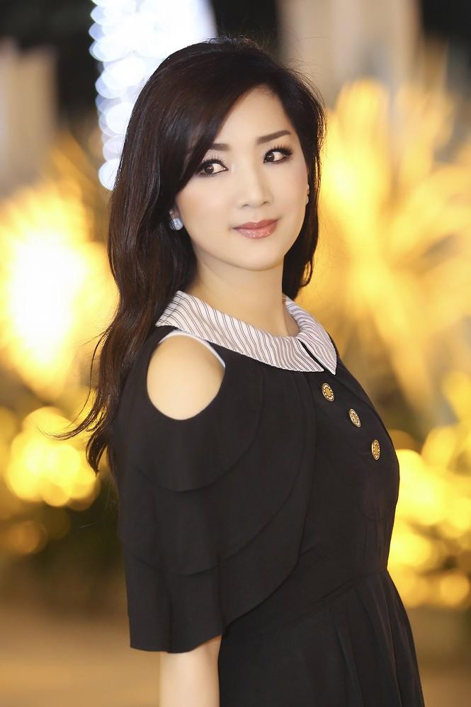Hoa hậu Giáng My xinh đẹp, trẻ trung đi làm giám khảo - ảnh 4