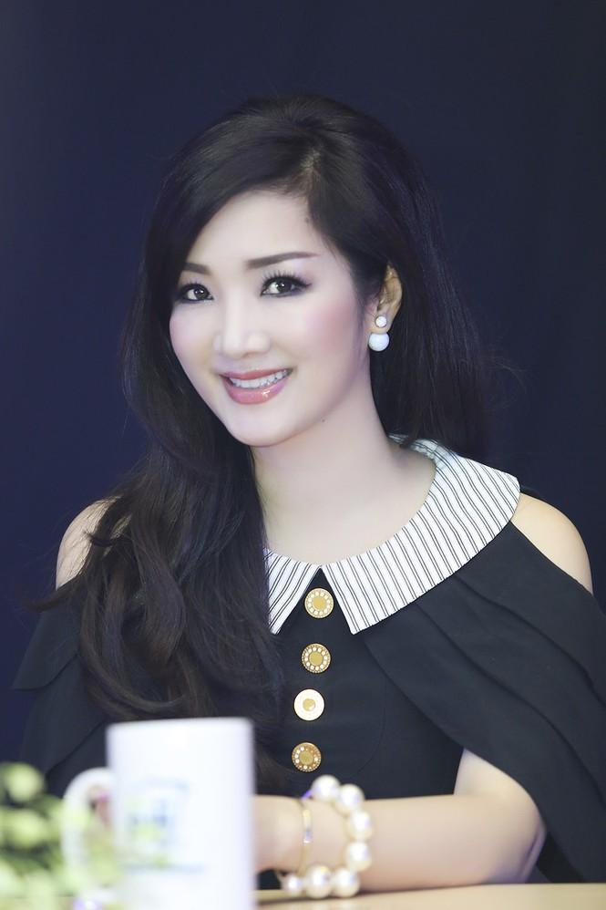Hoa hậu Giáng My xinh đẹp, trẻ trung đi làm giám khảo - ảnh 10
