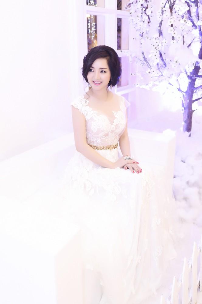 Hoa hậu Giáng My tự tin song ca cùng ca sĩ Ngọc Anh - ảnh 1
