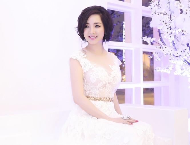 Hoa hậu Giáng My tự tin song ca cùng ca sĩ Ngọc Anh - ảnh 2