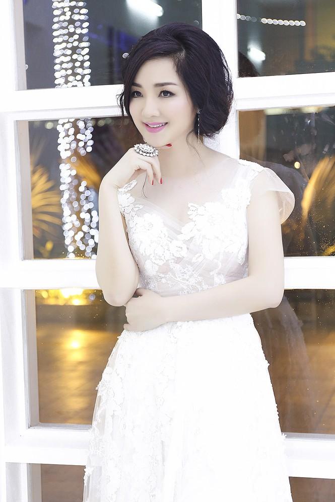 Hoa hậu Giáng My tự tin song ca cùng ca sĩ Ngọc Anh - ảnh 3