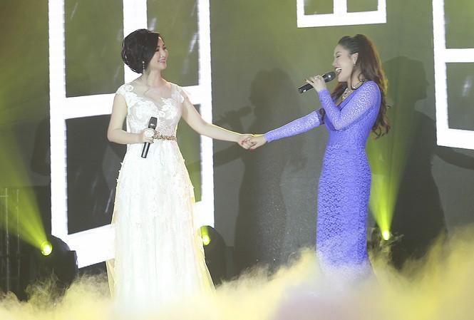 Hoa hậu Giáng My tự tin song ca cùng ca sĩ Ngọc Anh - ảnh 9