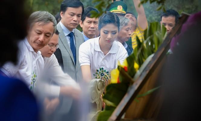 Ngọc Hân trồng cây tại khu mộ đại tướng Võ Nguyên Giáp - ảnh 3