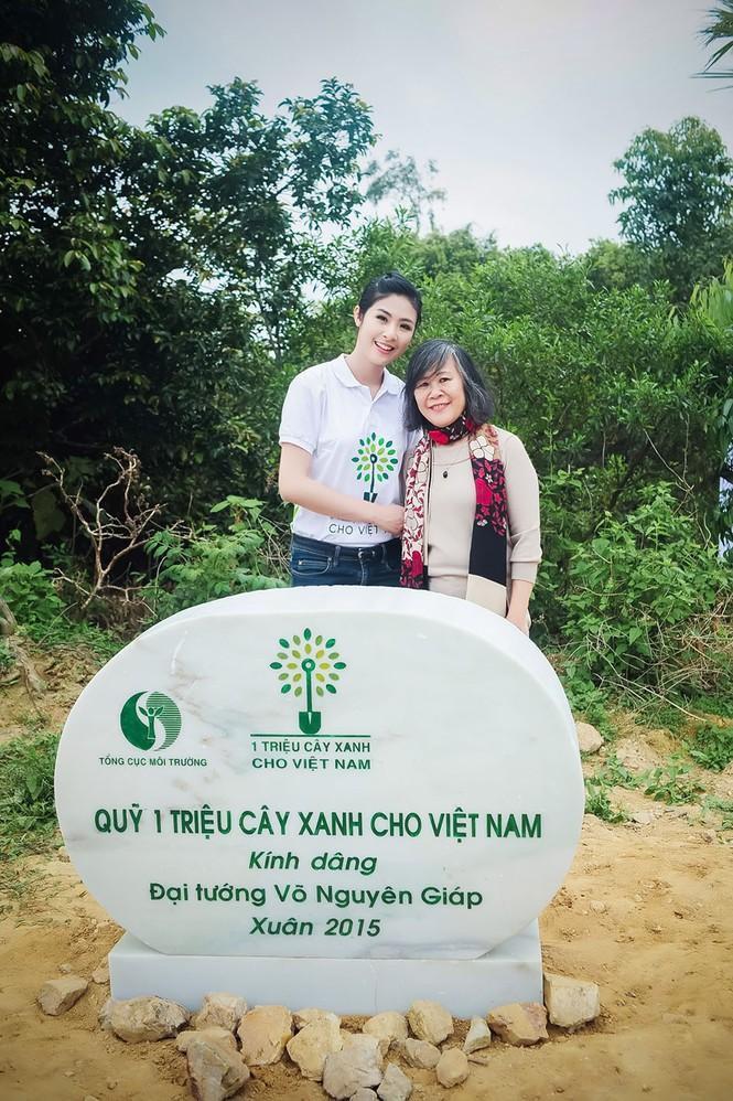 Ngọc Hân trồng cây tại khu mộ đại tướng Võ Nguyên Giáp - ảnh 9