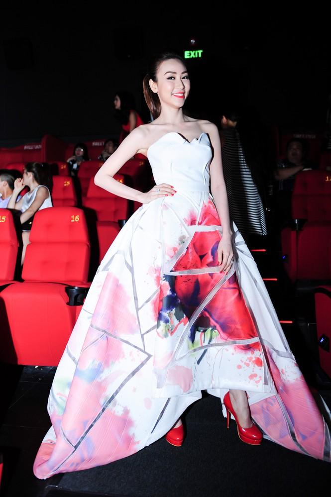 Ngân Khánh lộng lẫy ra mắt phim mới trước khi rời bỏ showbiz - ảnh 1