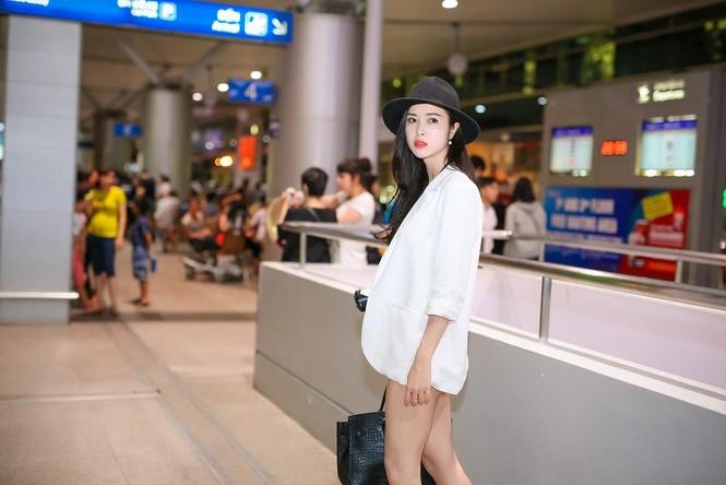Vũ Ngọc Anh khoe chân dài gợi cảm ở sân bay - ảnh 4