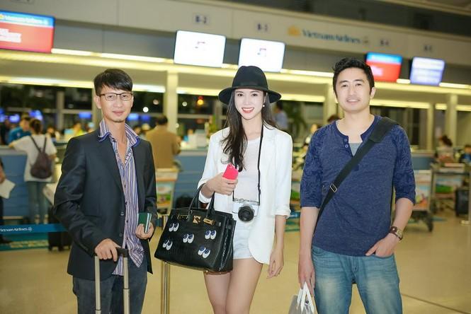 Vũ Ngọc Anh khoe chân dài gợi cảm ở sân bay - ảnh 9