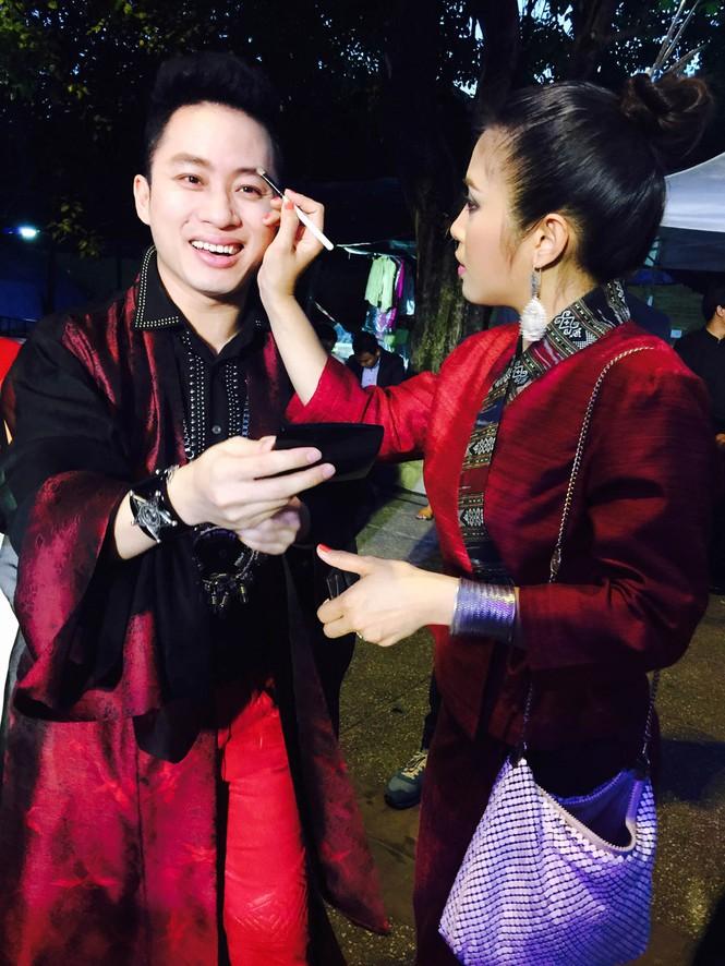 Tùng Dương 'lên đồng' cùng Trần Mạnh Tuấn ở Thái Lan - ảnh 3