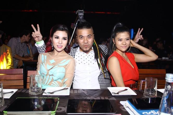 Bạn gái Hồ Quang Hiếu mặc xuyên thấu, ngồi xế hộp bạc tỷ - ảnh 8
