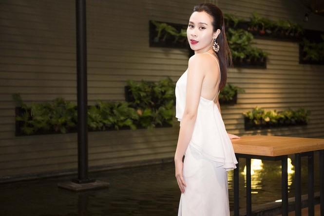 Lưu Hương Giang khoe lưng trần sexy bên Hồ Hoài Anh - ảnh 7