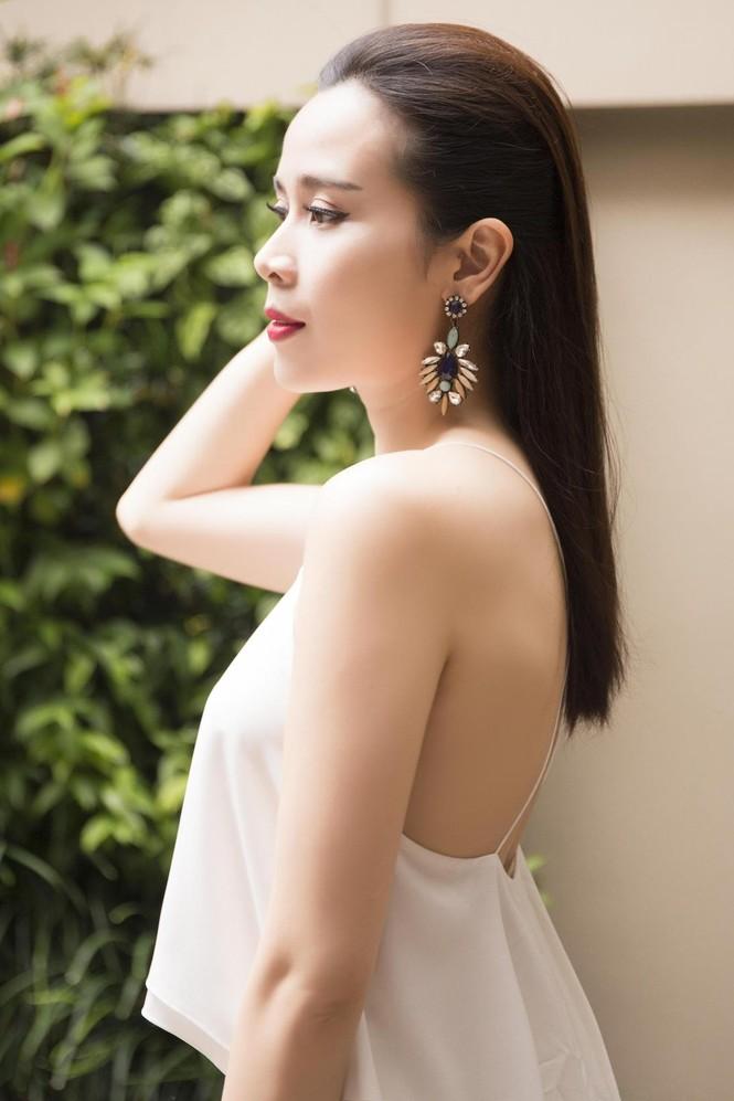 Lưu Hương Giang khoe lưng trần sexy bên Hồ Hoài Anh - ảnh 5