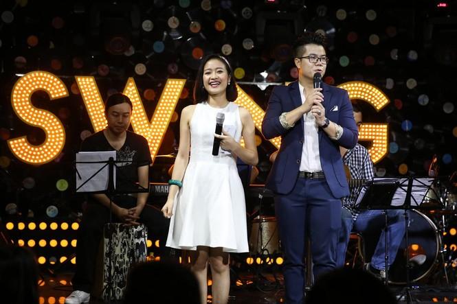 Đinh Mạnh Ninh ôm chặt Vũ Hạnh Nguyên trong tiệc sinh nhật - ảnh 1