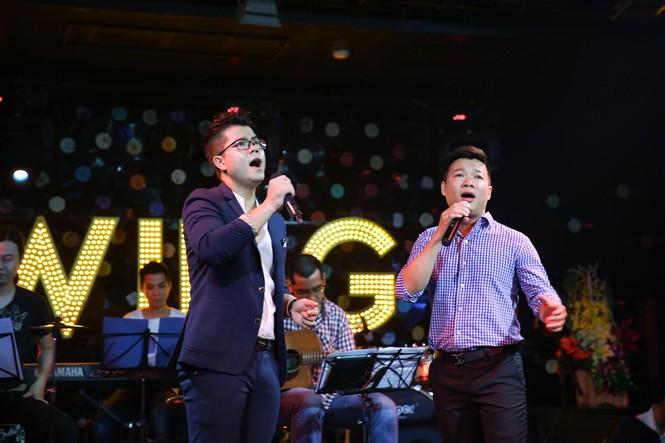 Đinh Mạnh Ninh ôm chặt Vũ Hạnh Nguyên trong tiệc sinh nhật - ảnh 6