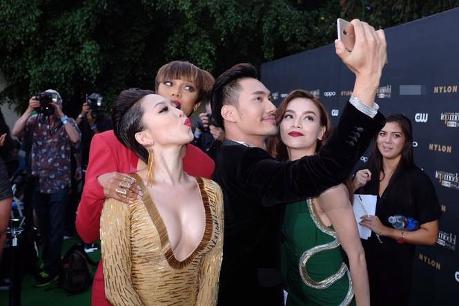 Tóc Tiên, Hà Hồ 'tự sướng' cùng Tyra Banks ở Mỹ - ảnh 9