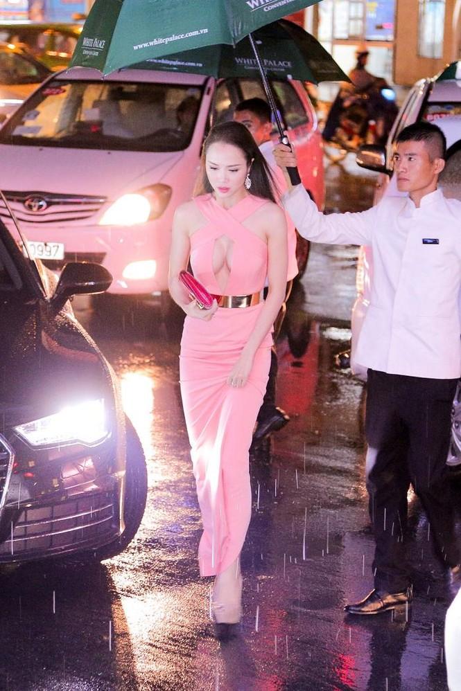 Vũ Ngọc Anh sexy bên chồng 'Cô dâu 8 tuổi' - ảnh 1
