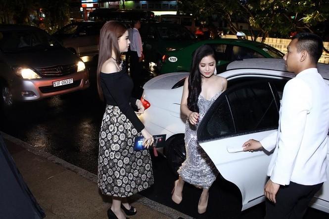 Hương Tràm quyến rũ 'lấn át' Trương Quỳnh Anh - ảnh 1