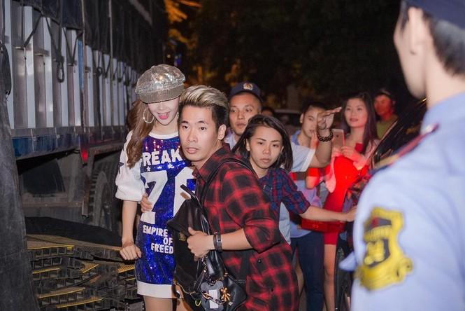 Minh Hằng hát bốc lửa khiến sinh viên Hà Nội 'phát cuồng' - ảnh 1