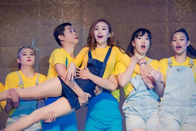 Minh Hằng hát bốc lửa khiến sinh viên Hà Nội 'phát cuồng' - ảnh 9