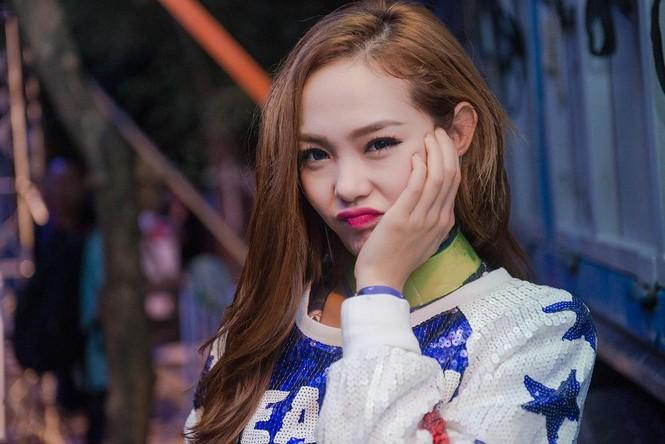 Minh Hằng hát bốc lửa khiến sinh viên Hà Nội 'phát cuồng' - ảnh 3