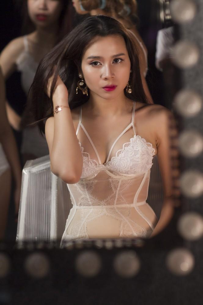 Lưu Hương Giang xin phép chồng trước khi hở bạo - ảnh 11
