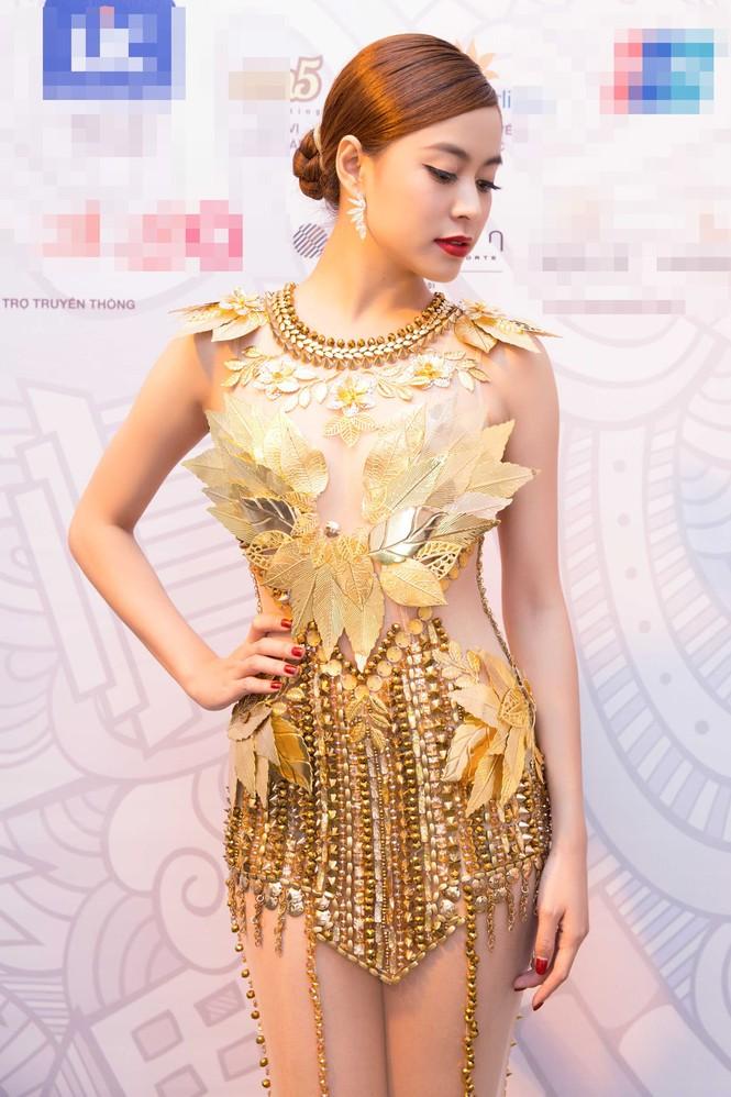 Hoàng Thùy Linh 'đốt mắt' khán giả với váy xuyên thấu - ảnh 2