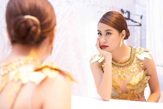 Hoàng Thùy Linh 'đốt mắt' khán giả với váy xuyên thấu - ảnh 5