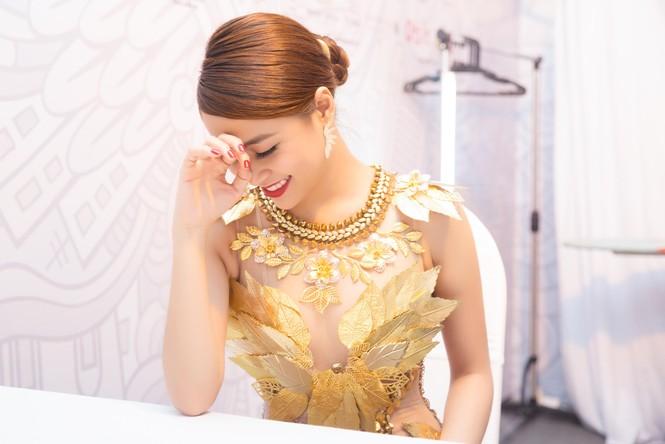 Hoàng Thùy Linh 'đốt mắt' khán giả với váy xuyên thấu - ảnh 6