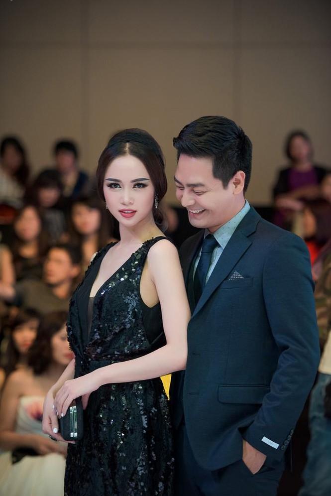 Phạm Hương, Vũ Ngọc Anh đọ vẻ quyến rũ với váy xẻ ngực - ảnh 6
