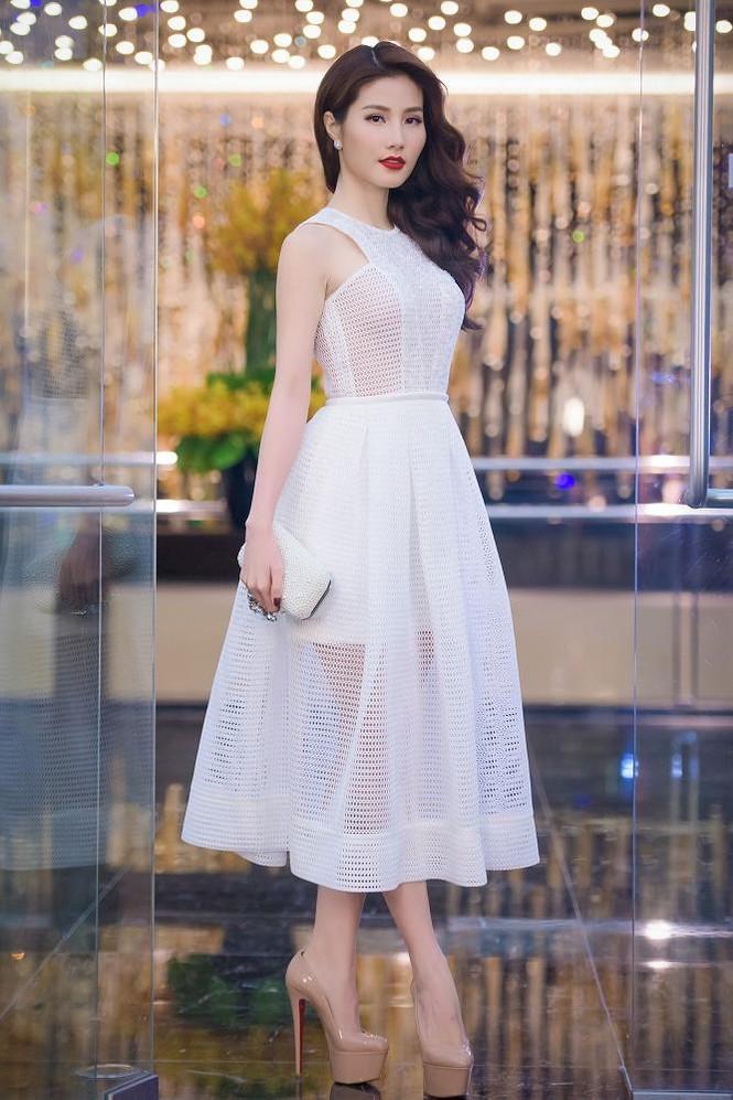Phạm Hương, Vũ Ngọc Anh đọ vẻ quyến rũ với váy xẻ ngực - ảnh 10