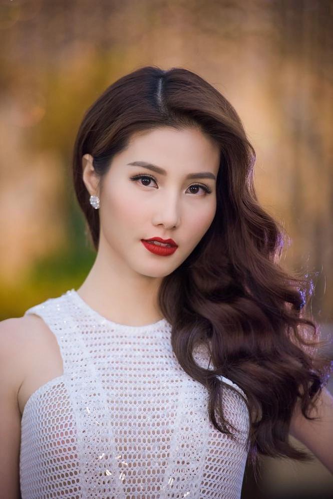 Phạm Hương, Vũ Ngọc Anh đọ vẻ quyến rũ với váy xẻ ngực - ảnh 9