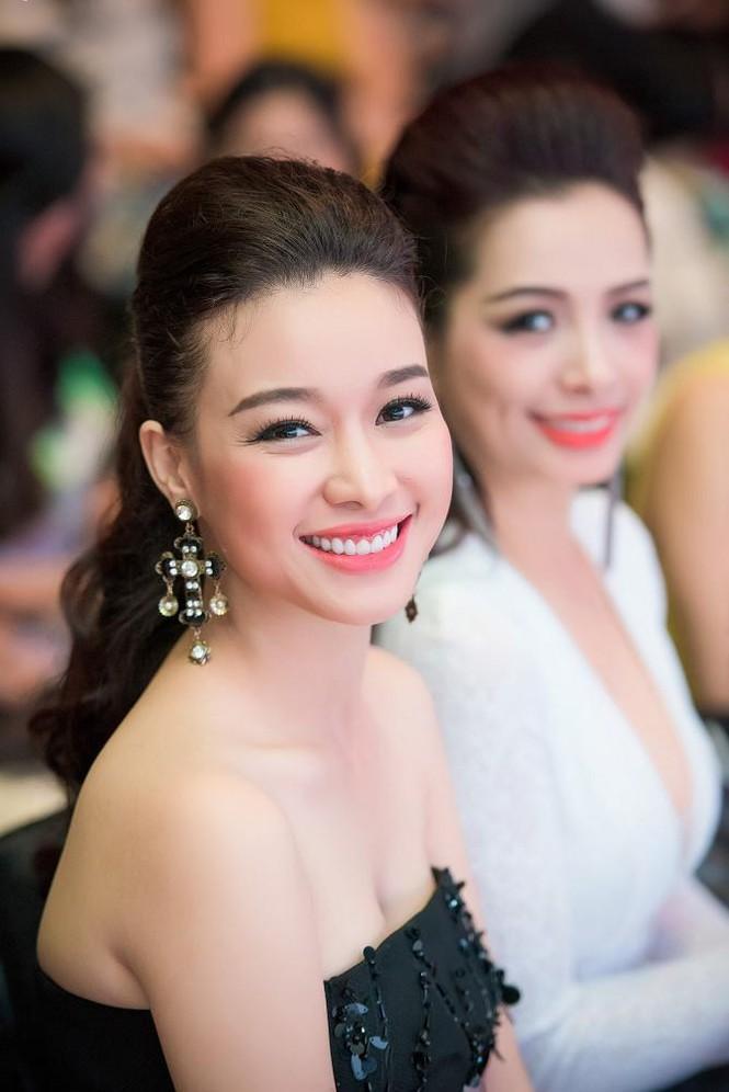 Phạm Hương, Vũ Ngọc Anh đọ vẻ quyến rũ với váy xẻ ngực - ảnh 11