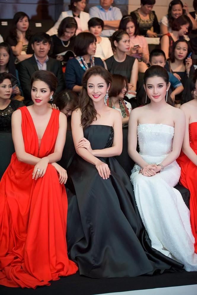 Phạm Hương, Vũ Ngọc Anh đọ vẻ quyến rũ với váy xẻ ngực - ảnh 7