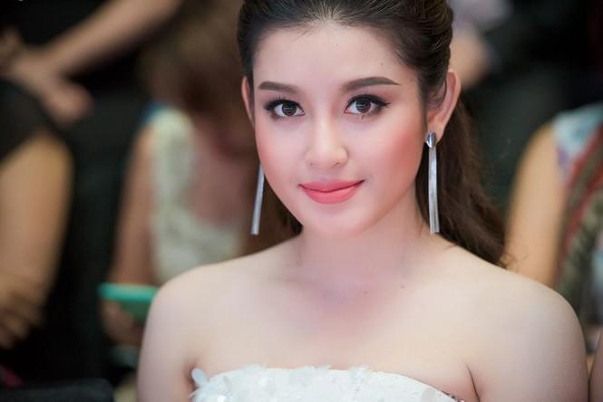 Phạm Hương, Vũ Ngọc Anh đọ vẻ quyến rũ với váy xẻ ngực - ảnh 8