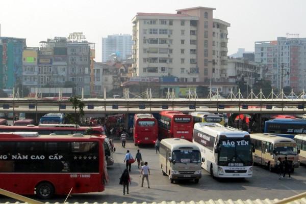 Hàng vạn người về Hà Nội, đường trên cao kẹt cứng sau Tết - ảnh 13