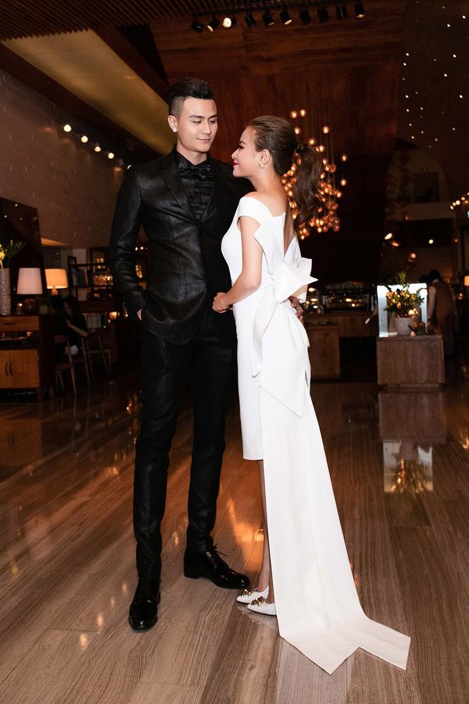 Hoàng Thùy Linh chăm sóc bạn trai siêu mẫu hết mực - ảnh 1
