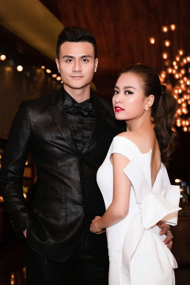 Hoàng Thùy Linh chăm sóc bạn trai siêu mẫu hết mực - ảnh 2