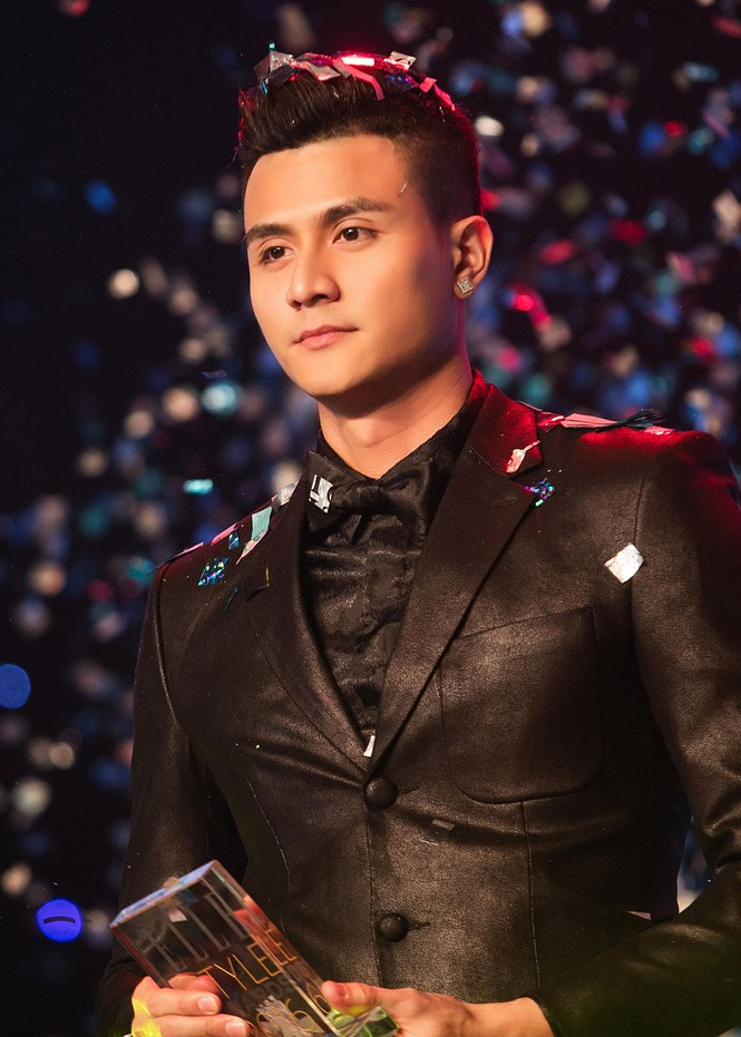 Hoàng Thùy Linh chăm sóc bạn trai siêu mẫu hết mực - ảnh 8