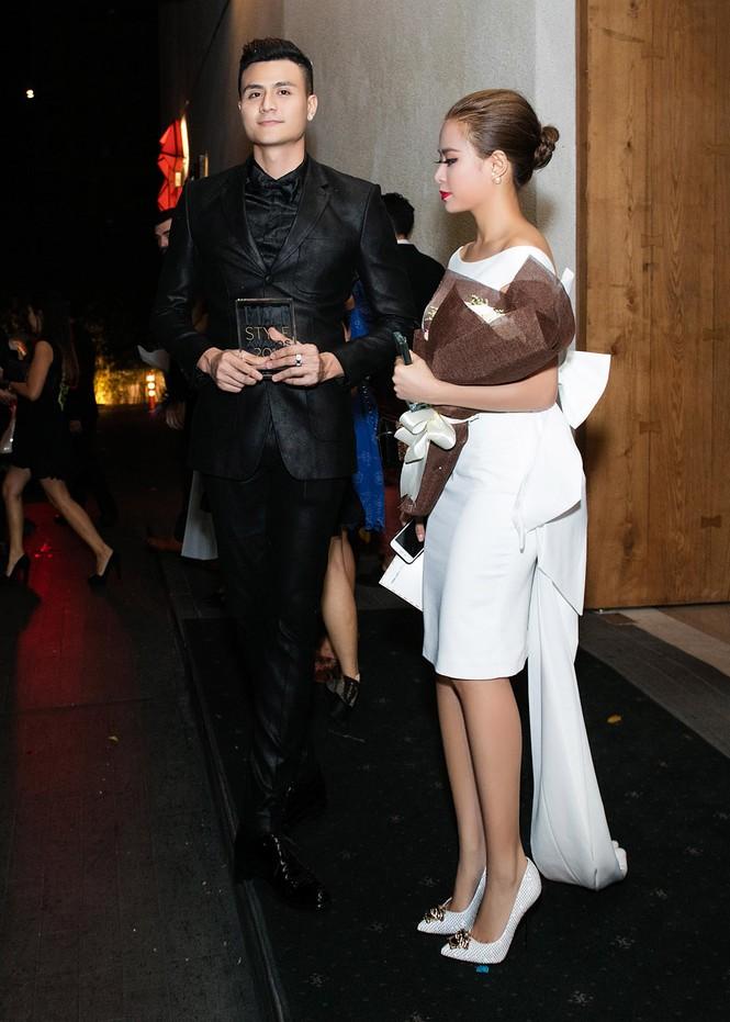 Hoàng Thùy Linh chăm sóc bạn trai siêu mẫu hết mực - ảnh 9
