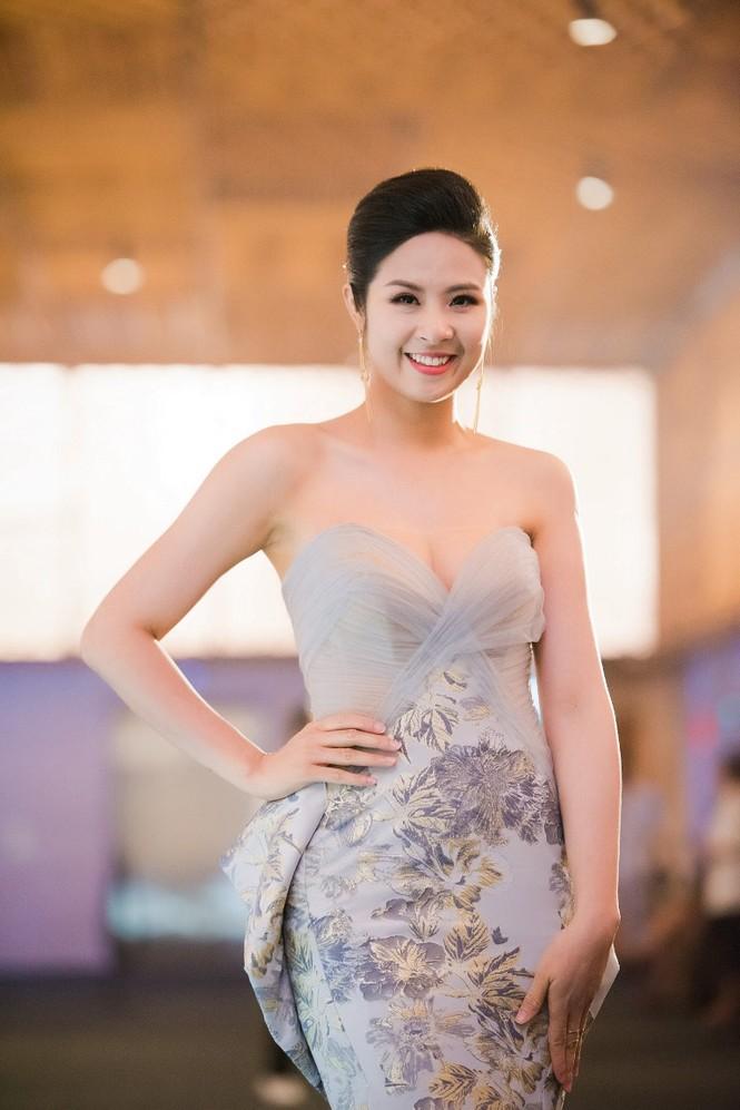 Dàn Hoa hậu, Á hậu lộng lẫy trên thảm đỏ thời trang - ảnh 5