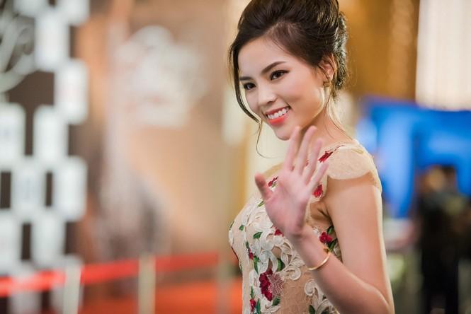 Dàn Hoa hậu, Á hậu lộng lẫy trên thảm đỏ thời trang - ảnh 2