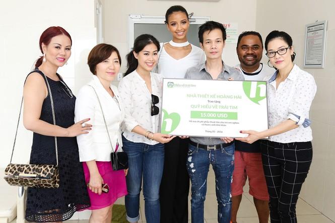 Hoa hậu Pháp cùng ca sĩ Thu Phương đến thăm bệnh nhi mổ tim - ảnh 8