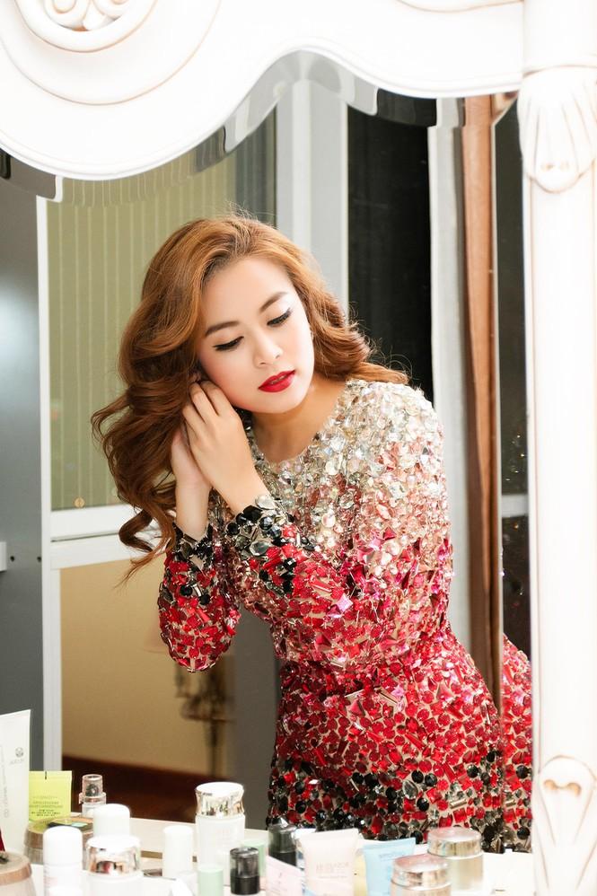 Noo Phước Thịnh tình tứ với Hoàng Thuỳ Linh trong hậu trường - ảnh 2