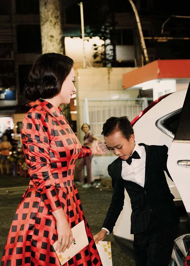 Phi Nhung xúc động khi Hồ Văn Cường đoạt giải VTV - ảnh 2