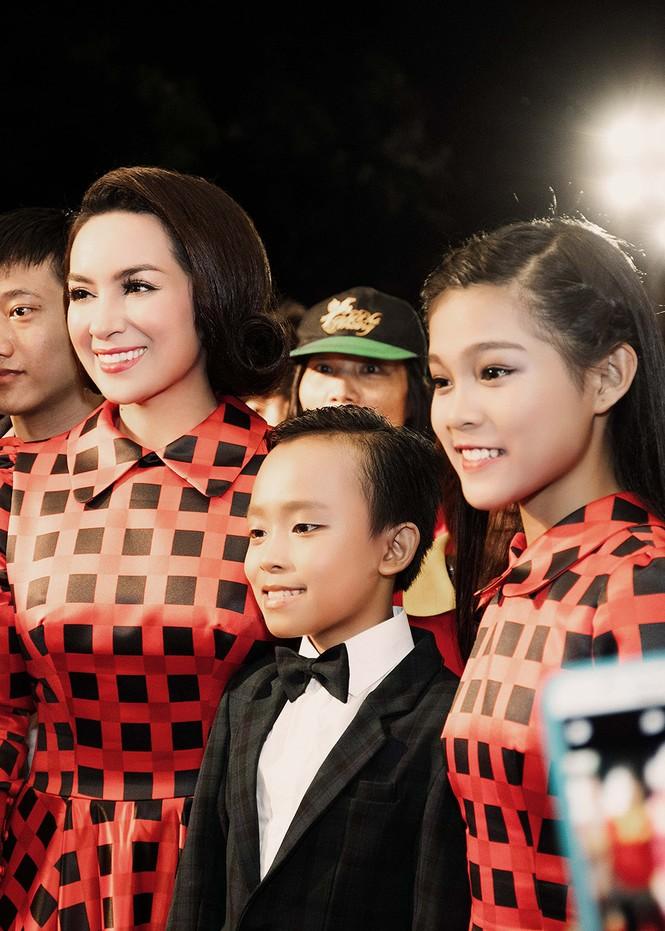 Phi Nhung xúc động khi Hồ Văn Cường đoạt giải VTV - ảnh 3