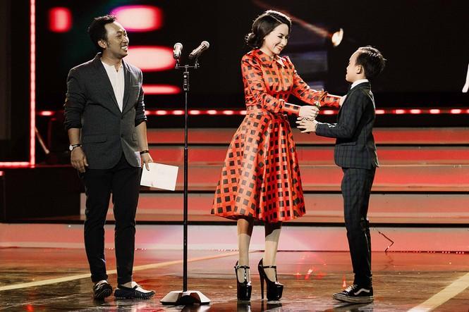 Phi Nhung xúc động khi Hồ Văn Cường đoạt giải VTV - ảnh 5