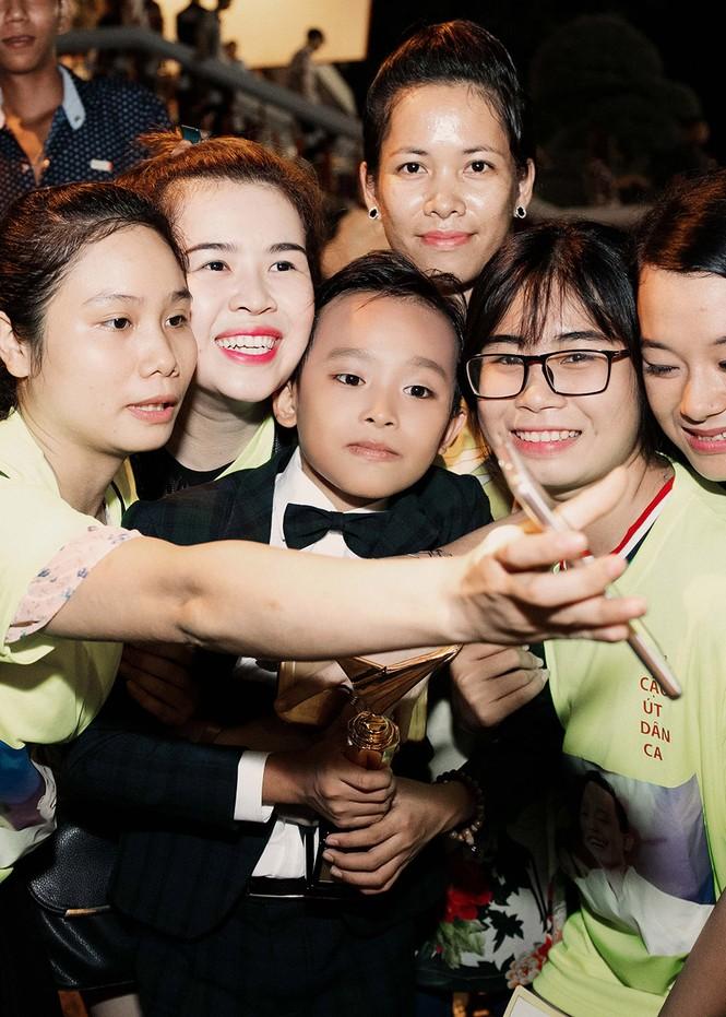 Phi Nhung xúc động khi Hồ Văn Cường đoạt giải VTV - ảnh 9