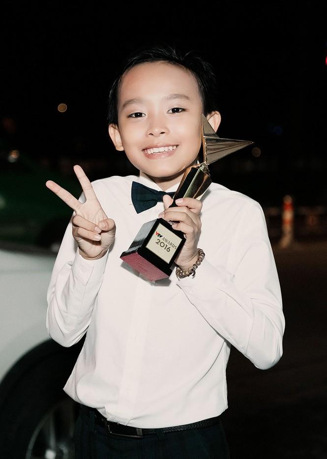 Phi Nhung xúc động khi Hồ Văn Cường đoạt giải VTV - ảnh 8