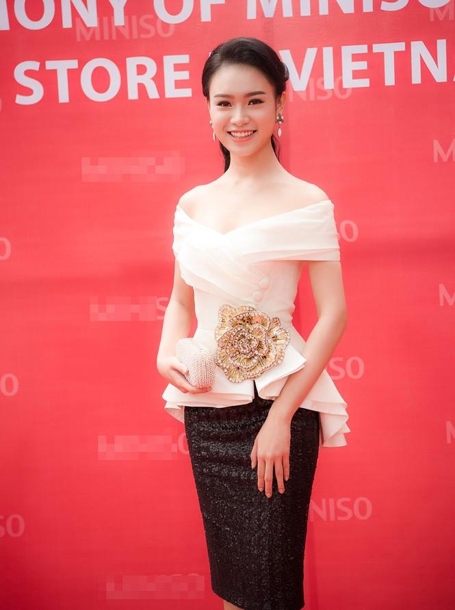 Phùng Bảo Ngọc Vân, Trần Tố Như xinh đẹp hội ngộ ở Hà Nội - ảnh 3